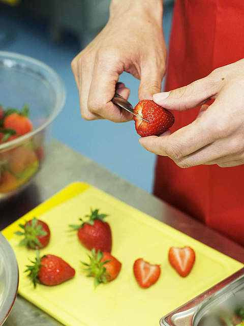 vanille & marille: Erdbeeren schneiden
