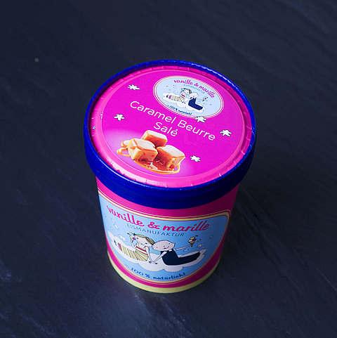 Eis aus Berlin: Zuhause-Becher Caramel Beurre Sale, vanille & marille