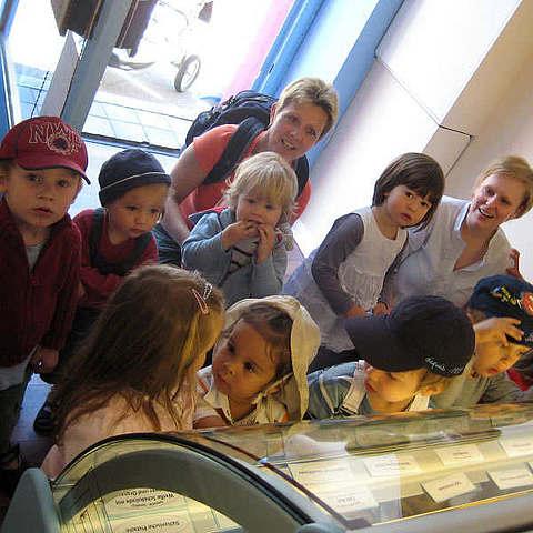 vanille & marille Kreuzberg: Kinder vor Eistheke