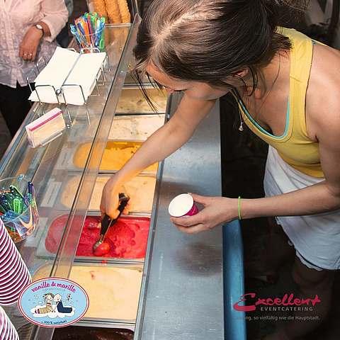 Eis-Catering: Eistheke mit Personal (Claudia)