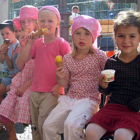 vanille & marille Eismanufaktur Berlin: Kinder essen Eis