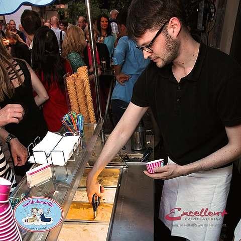 Eis-Catering: Eistheke mit Personal (Thomas)